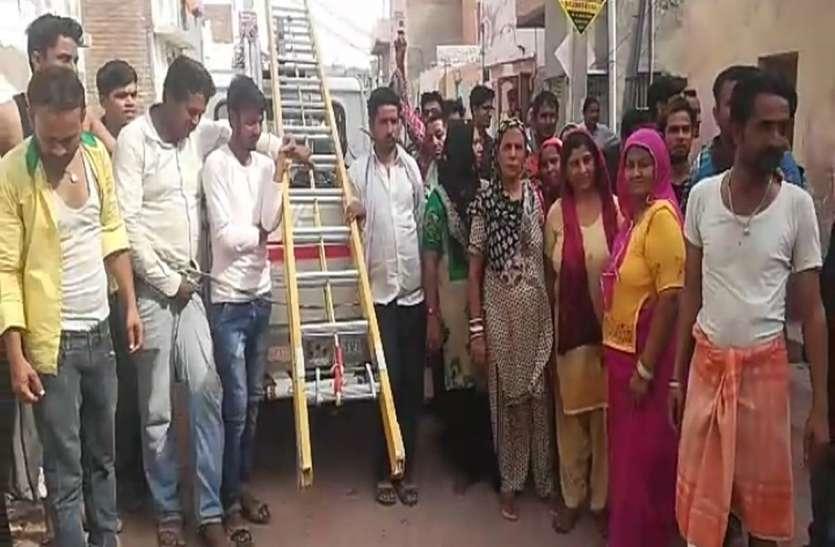बीकानेर : मीटर जांच करने पहुंची बिजली कंपनी की टीम, लोगों ने किया हंगामा
