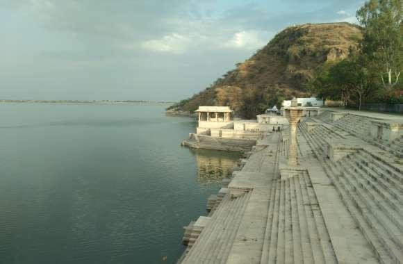 दिनभर चला रेस्क्यू, फिर भी Rajsamand Lake में डूबे युवक का नहीं लगा कोई सुराग