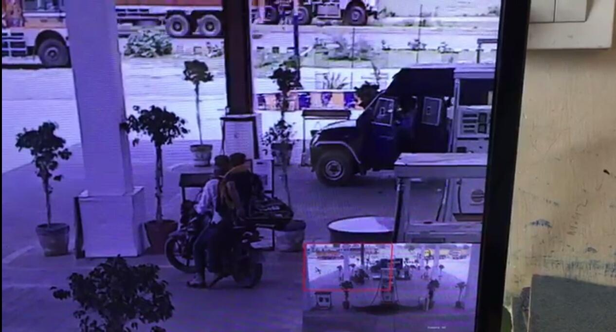 पेट्रोल पंप पर चल गई अचानक गोली, हवलदार घायल