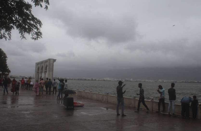 बरसना भूले बादल, हवा और धूप-छांव का दौर