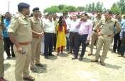 Ayodhya : डीएम एसएसपी खड़े थे और सामने ही नदी में डूबने लगे तीन युवक फिर ...