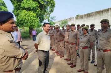 बाराबंकी जिला कारागार में डीआईजी जेल ने की छापेमारी, देखें वीडियो