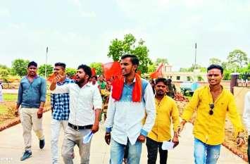 छात्रवृत्ति, आवास गृह राशि और छात्रसंघ चुनाव की मांग को लेकर प्रदर्शन