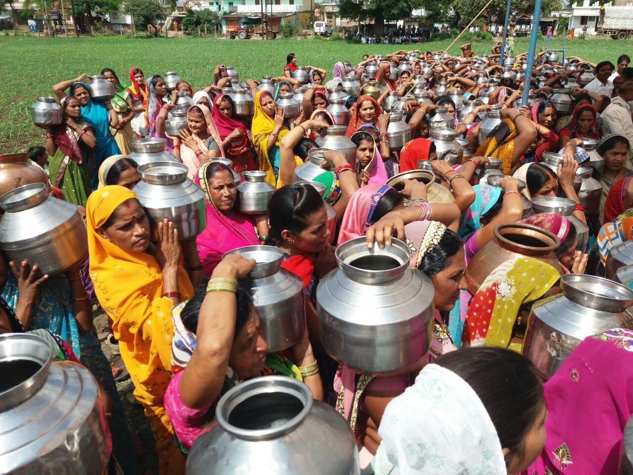 पढ़े, अच्छी बारिश के लिए महिलाओं ने शिवलिंग को जलमग्न क्यों किया