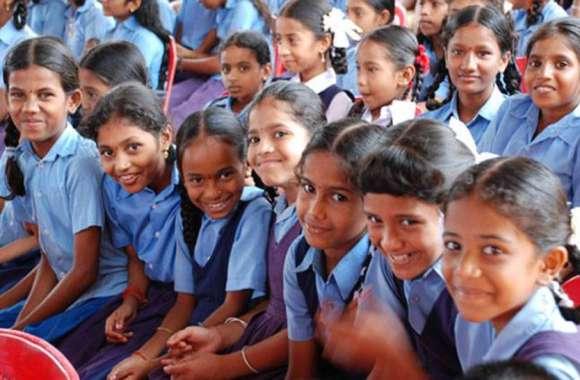 पहला ऐसा स्कूल, बच्चों को नहीं ले जाना पड़ता बैग, टीचर नहीं है फिर भी होती है जमकर पढ़ाई