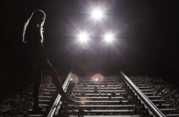 भाईयों की मौत से दुखी बहन ने ट्रेन के सामने कूदकर की आत्महत्या