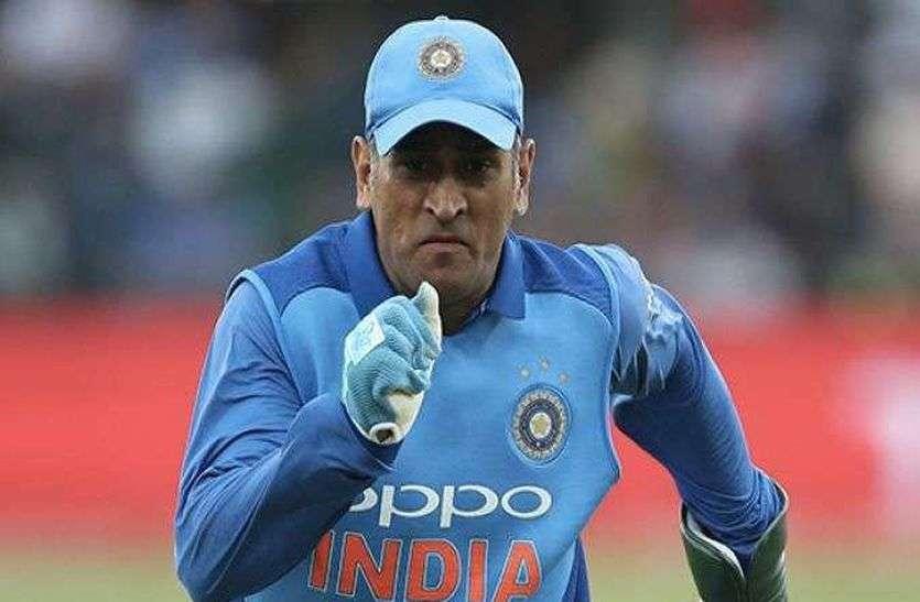 महेंद्र सिंह धोनी ने संन्यास पर साध रखी है चुप्पी, माता-पिता नहीं चाहते कि वह और खेलें