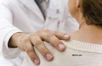 लड़की से गंदा काम करके डॉक्टर बोला- चिंता मत करो मैं कुंवारा हूं, तुमसे शादी कर लूंगा,  जब खुली डॉक्टर की पोल तो