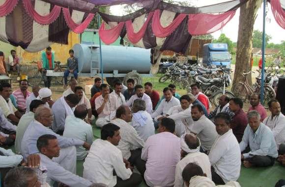 फसल बीमा राशि नहीं मिलने से किसान नाराज
