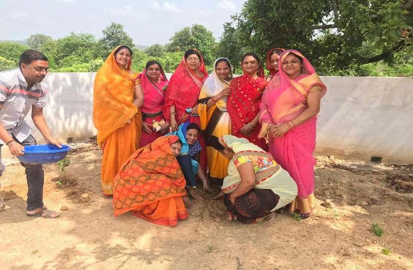 भगवान शिवजी का रुद्राभिषेक करने के बाद 5-5 पौधे लगाने संकल्प लेंगी महिलाएं