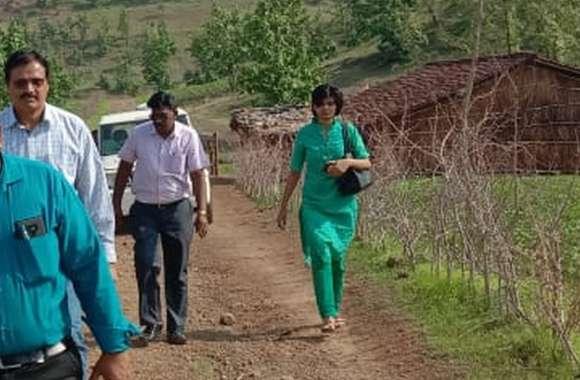 नीति आयोग से अपनी खामियां छिपाने के लिए सुविधा वाली जगहों का दौरा करा रहे अफसर
