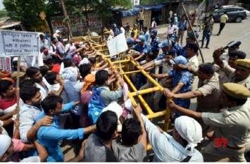 बिहार: नियोजित शिक्षकों के समर्थन में सड़कों पर उतरे पप्पू यादव, पुलिस ने किया लाठीचार्ज