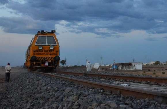 खंडवा से सनावद के बीच ब्रॉडगेज लाइन का  75 %  ट्रैक पूरा , 16 किमी बनने का इंतजार