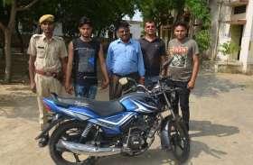 गश्त के दौरान पुलिस ने बाइक चुराकर ले जा रहे युवक को दबोचा