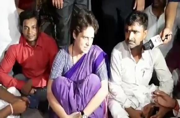 पुलिस हिरासत में प्रियंका गांधी: चुनार किले में ही कार्यकर्ताओं के बीच बैठकर कर रहीं सुनवाई