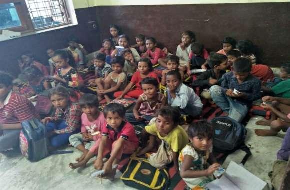 कचरा बीनने वाले बच्चों में डाल रहे शिक्षा के संस्कार