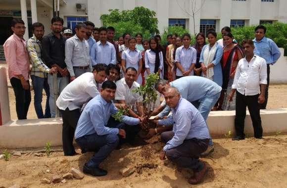 हरयाळो राजस्थान कार्यक्रम के तहत किया पौधारोपण