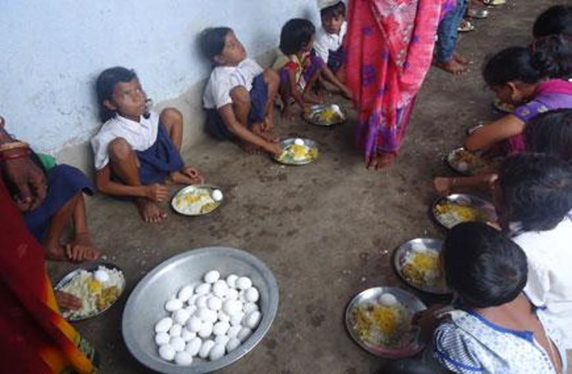 कबीर पंथियों ने कहा- अंडा एक मांसाहार है, इसकी जगह बच्चों को अंकुरित चना और मूंगफली खिलाए सरकार