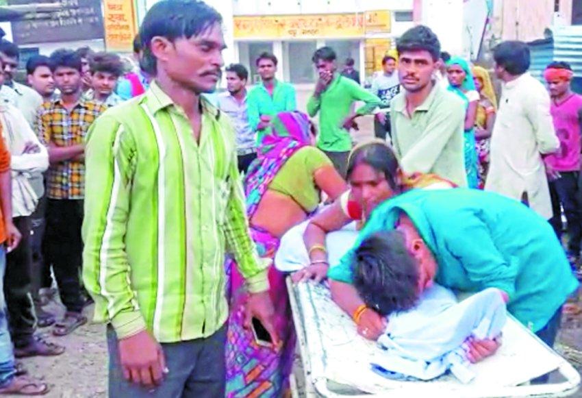 दमोदर की संदिग्ध मौत, परिजनों ने लगाया हत्या का आरोप, किया प्रदर्शन