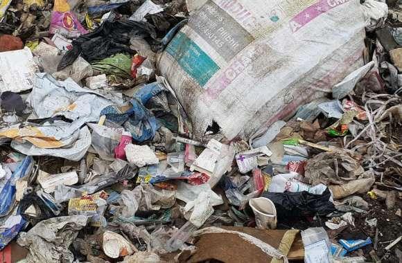 Patrika Impact: देवहा नदी किनारे अस्पताल का कचरा मिलने पर जागा स्वास्थ्य विभाग, कंपनी को नोटिस