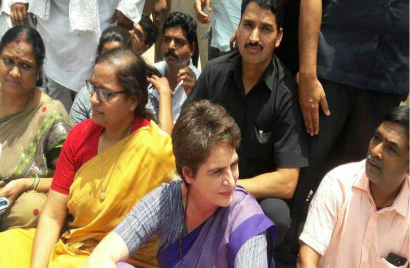 प्रियका गांधी सोनभद्र जाने पर अड़ी, कहा- परिवार से मिले बिना वापस नहीं जाऊंगी, डीएम ने कहा किसी कीमत पर नहीं जाने देंगे