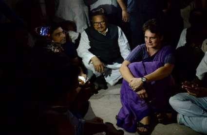 सोनभद्र जाने पर अड़ीं प्रियंका गांधी, बोलीं- पीड़ितों से मिलना अपराध है तो मुझे जेल भेज दो