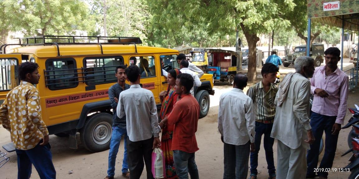 स्कूली ऑटो पलटने से दो छात्राएं घायल