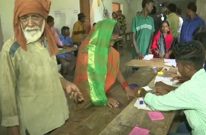 ओडिशा उपचुनावः पटकुरा सीट पर मतदान जारी, बीजेडी-बीजेपी के बीच मुख्य मुकाबला