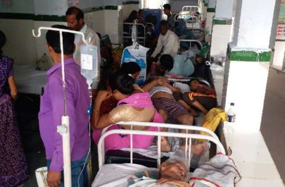 वार्ड में रंगरोगन, अस्पताल की गैलरी में पलंग और बैंच लगाकर किया जा रहा मरीजों का इलाज
