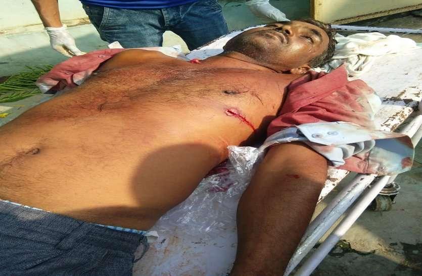 मंदिर में पौधारोपण करने पर उतारा मौत के घाट, पुलिस से सामने मारी गोली