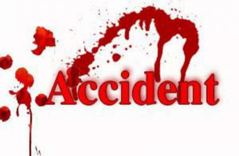 Accident एसटी बस-ट्रक की भिड़ंत, दो बच्चों की मौत, ३० घायल