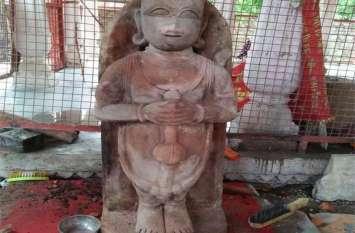 मूर्ति का चौला हटा, बाल हनुमान का स्वरूप देखने उमड़ पड़े भक्त