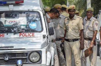 दिल्ली: सड़क हादसे में बाप-बेटे की दर्दनाक मौत, बच्ची का शव मिला