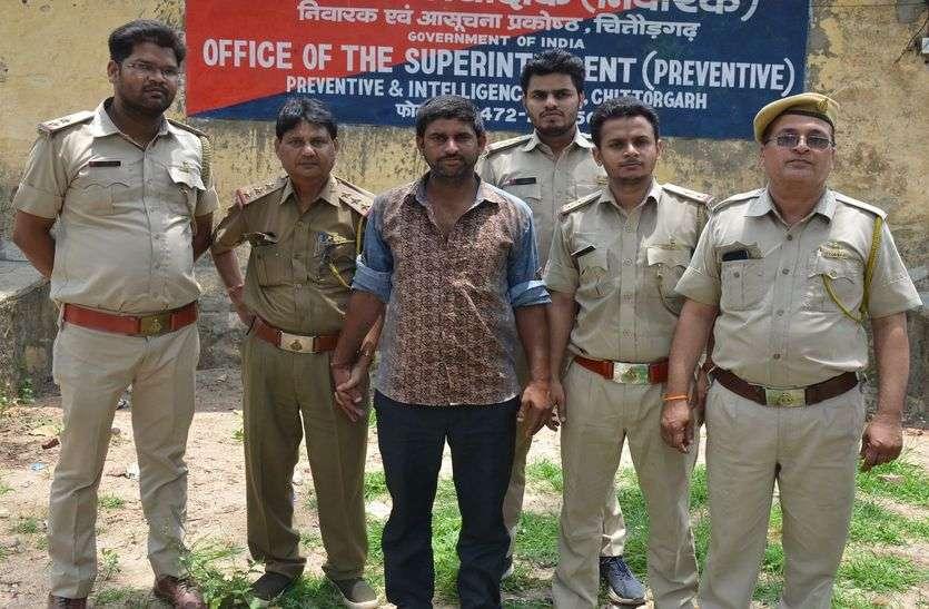 नीमच से दिल्ली डोडा चूरा ले जाते कुरियर गिरफ्तार