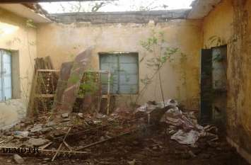 रात के अंधेरे में यहां घरों पर होती है पत्थरबाजी, लोग कह रहे- 'भूतों की है कारस्तानी'