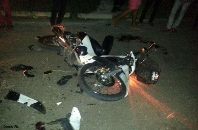 दर्दनाक हादसा: सड़क किनारे खड़े तीन जनों को बेकाबू कार ने कुचला, तीनों की मौत