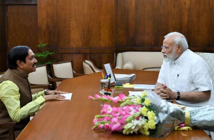 प्रधानमंत्री नरेंद्र मोदी को बताई निर्वाचन क्षेत्र की समस्या