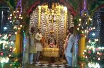 मखमली हिंडोले में विराजे भगवान द्वारिकाधीश, आज सोना और चांदी के हिंडोले में दर्शन देंगे, नोट कर लें समय, देखें वीडियो