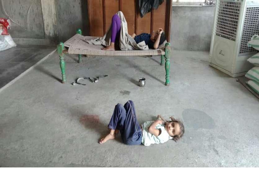 पानी पतासे खाने से ऐसी बिगड़़ी़ तबीयत कि 20 से अधिक बच्चे हुए बीमार