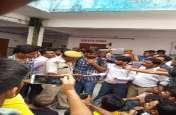 रेलवे की ऑनलाइन परीक्षा में बवाल, कम्प्यूटर तोड़े.. परीक्षार्थियों से मारपीट,  करनी पड़ी परीक्षा निरस्त