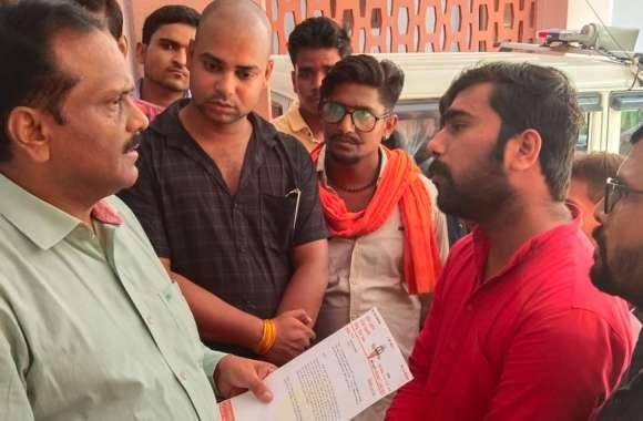 हिंदू सेना गौशाला में व्याप्त अव्यवस्थाओं के खिलाफ