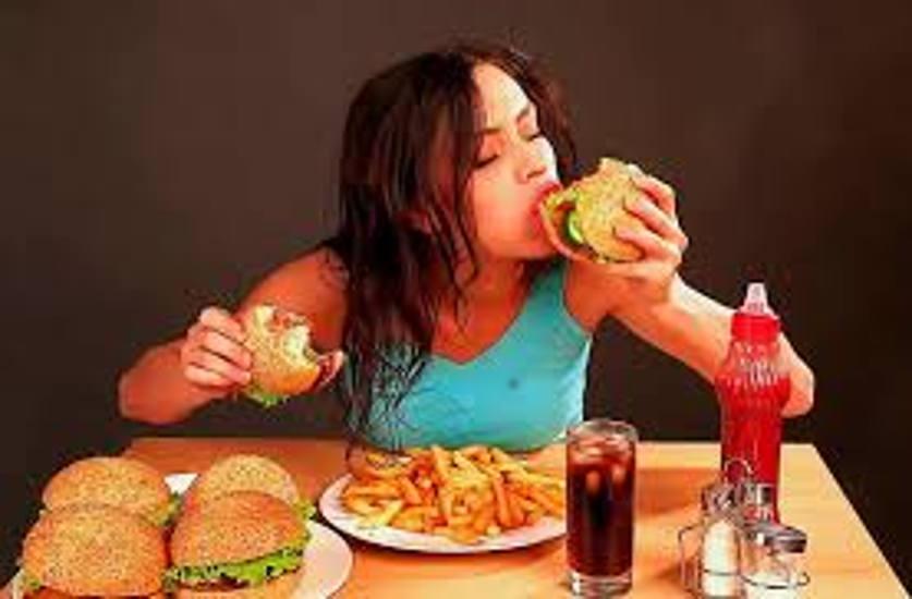 Junk Food Day बेहद खतरनाक है जंक फूड, सेहत के लिए इस तरीके पहुंचा रहा है नुकसान