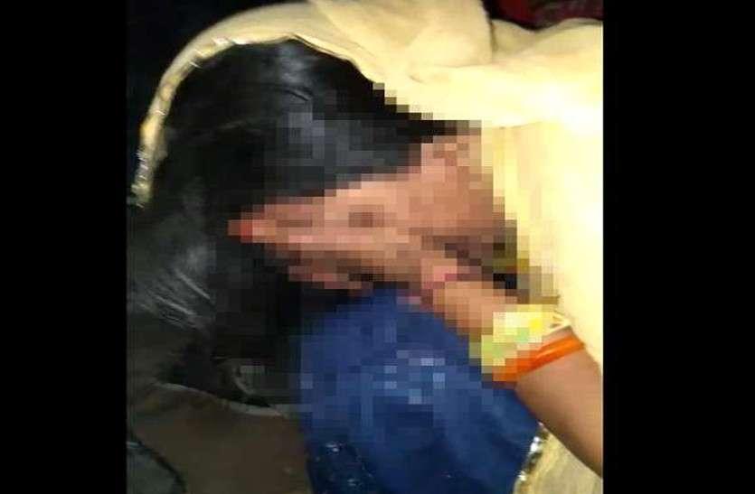 दिमागी  रूप से कमजोर भूखी महिला को लोगों ने समझा बच्चा चोर, जमकर कर डाली पिटाई