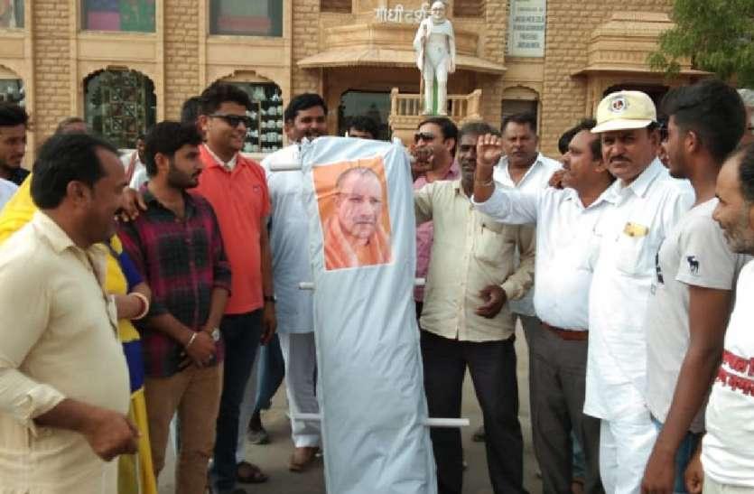 कांग्रेस कार्यकर्ताओं ने किया प्रदर्शन,CM योगी आदित्यनाथ का पुतला फूंका