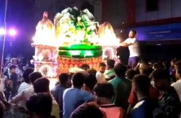 Kanwar Yatra 2019: खुद तैयार करते हैं एेसी मनमोहक कांवड़, फिर भोलेनाथ का करते हैं जलाभिषेक, देखें वीडियो