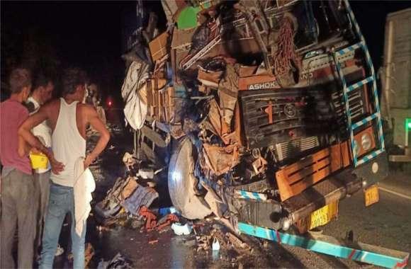 दो ट्रकों की जबरदस्त भिड़ंत में चालक फंसा केबिन में, दोनों घायल अजमेर रैफर