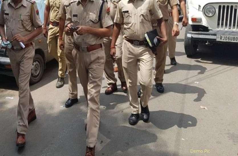 पुलिस दल पर हुआ अचानक हमला, आरोपी को छोड़ जान बचाकर भागे पुलिसकर्मी, 3 चोटिल