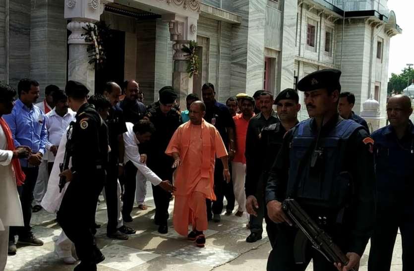 गोरखनाथ मंदिर में सुरक्षा से खिलवाड़ करने वाले आधा दर्जन पुलिसकर्मियों पर कार्रवाई