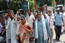 सोनभद्र हत्याकांड को लेकर कांग्रेसी नेताओं ने किया प्रदर्शन, योगी सरकार पर जमकर बरसे नेता