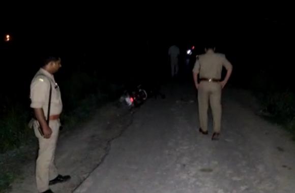 VIDEO: मोबाइल लूटकर भाग रहे बदमाश को पुलिस ने ऐसे पैर में गोली मारकर गिराया, एक हुआ फरार
